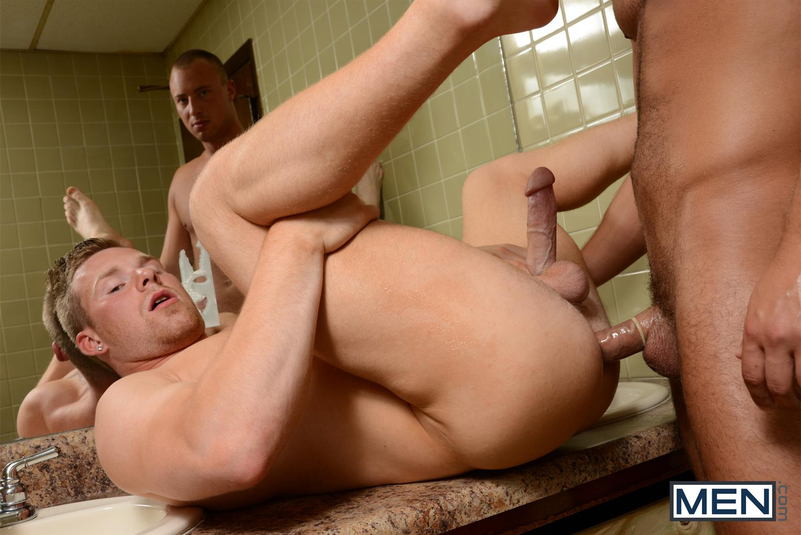 Men.com-Dustin-Tyler-and-Owen-Michaels-Str8-to-Gay-Fucking-In-A-Park-Restroom-Cruising-Amateur-Gay-Porn-10 Straight Guy Gets Fucked In The Ass While Cruising A Park Restroom