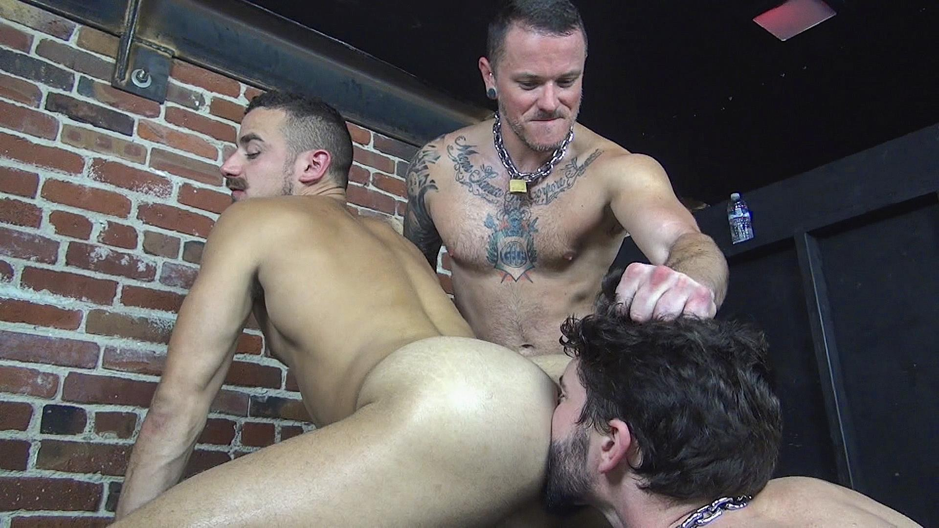Raw-Fuck-Club-Max-Cameron-and-Jackson-Fillmore-and-Leon-Fox-Bareback-Double-Penetration-Amateur-Gay-Porn-08 Getting Double Penetrated Bareback By A Big Uncut Cock